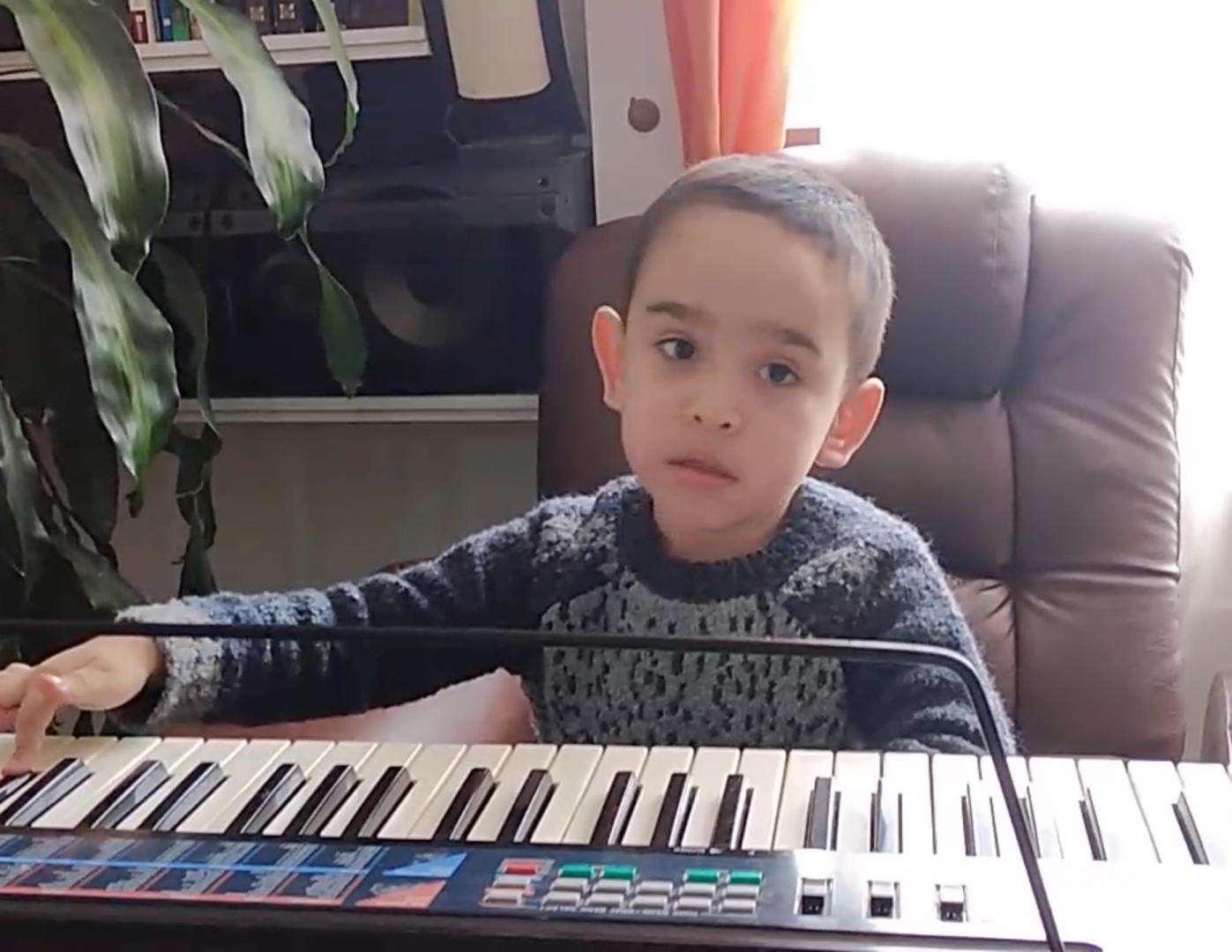 Debut de Joshua Sánchez en piano